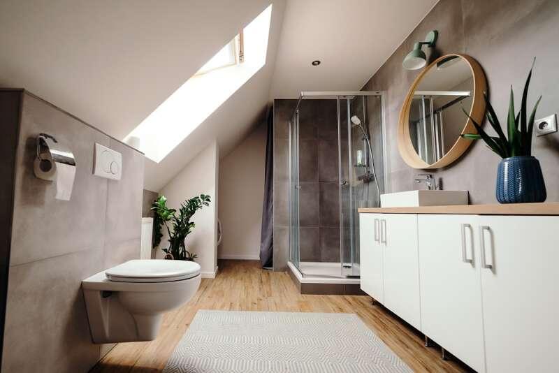 malutka łazienka na poddaszu